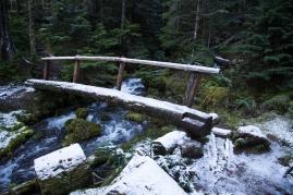 bridge-in-snow