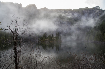 lake-angeles-in-fall